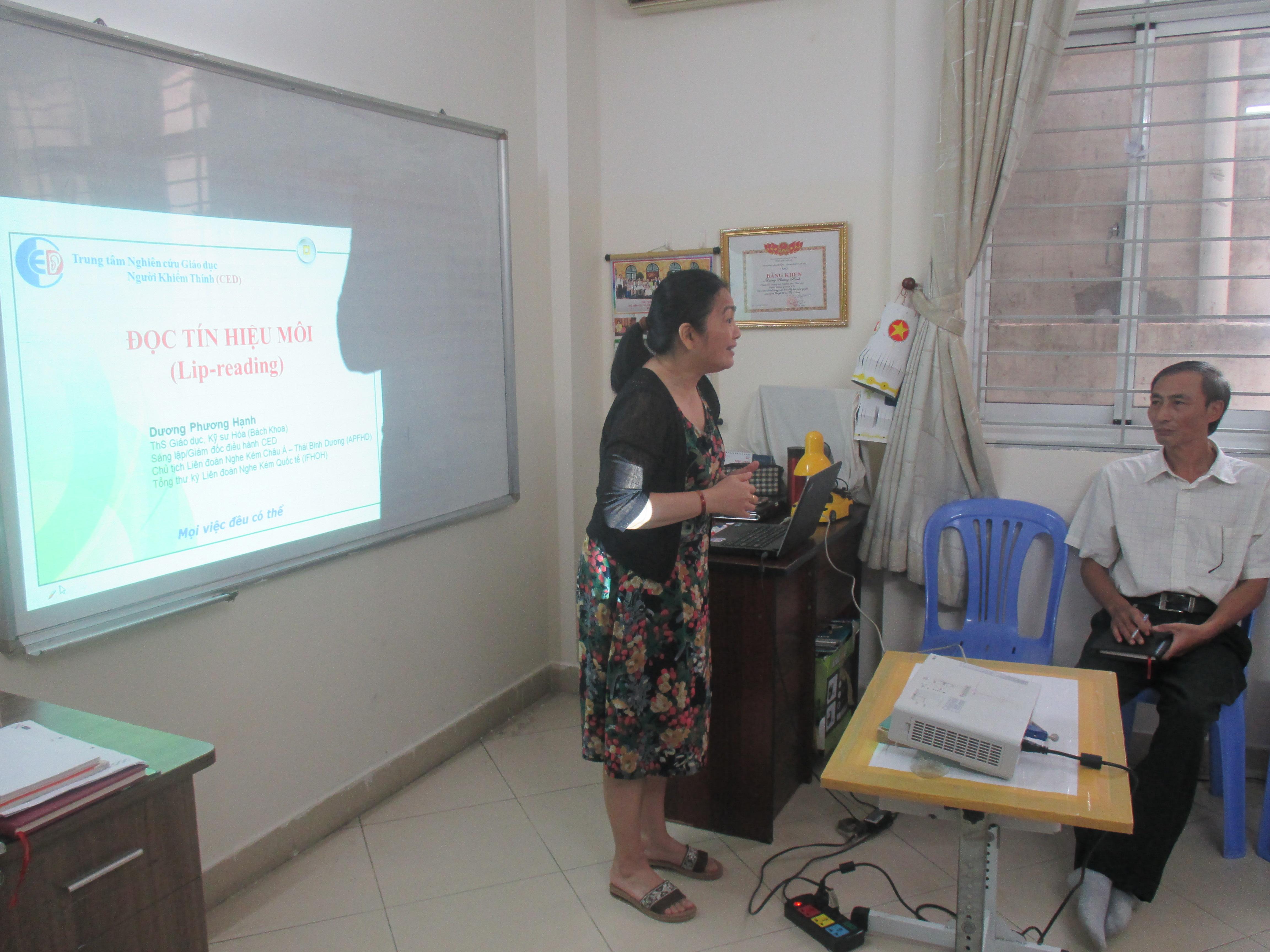 Thông báo khai giảng ngôn ngữ ký hiệu khóa 60