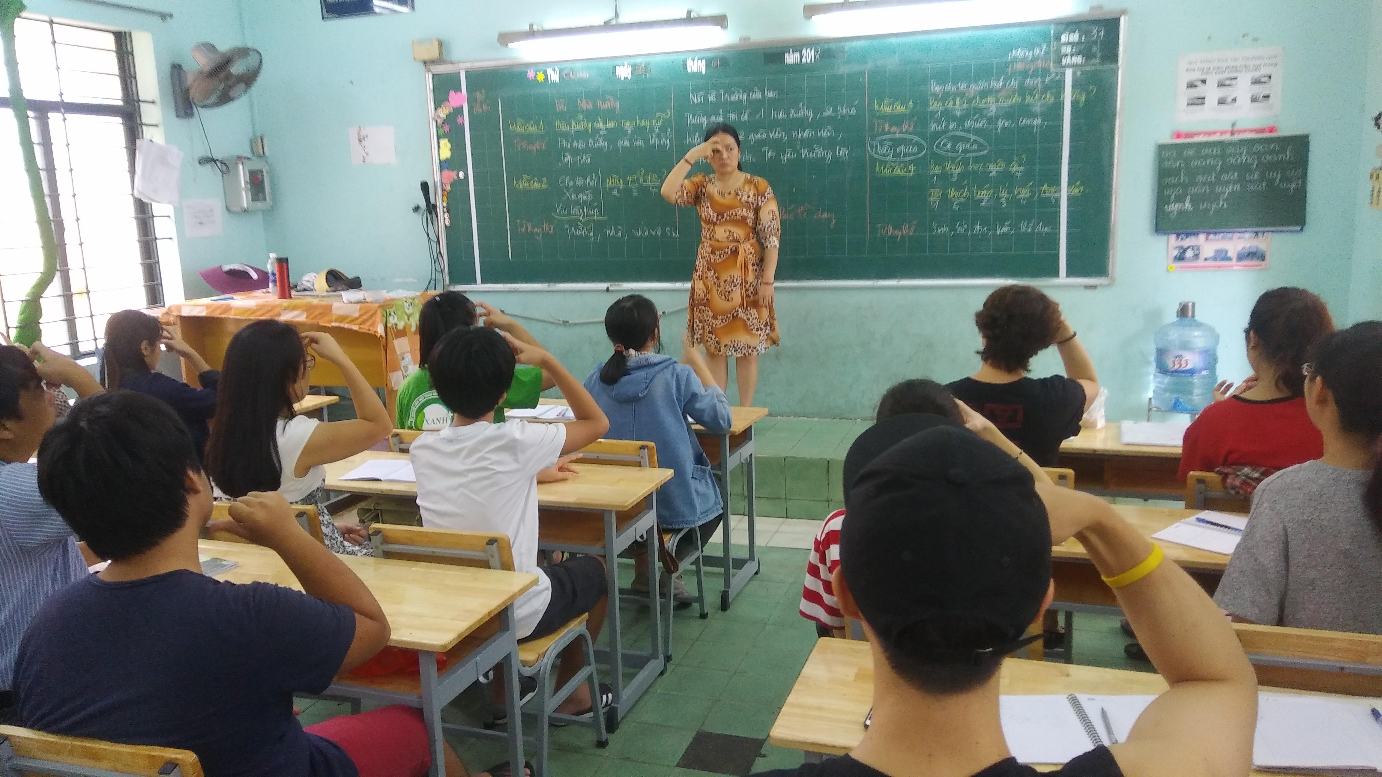 Thông báo khai giảng lớp Ngôn ngữ ký hiệu cơ bản khóa 59